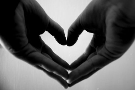 heart holding hands